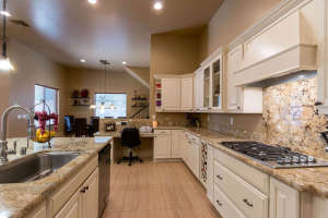 98 Arthur Hills Ct Henderson-small-012-Kitchen-666x444-72dpi
